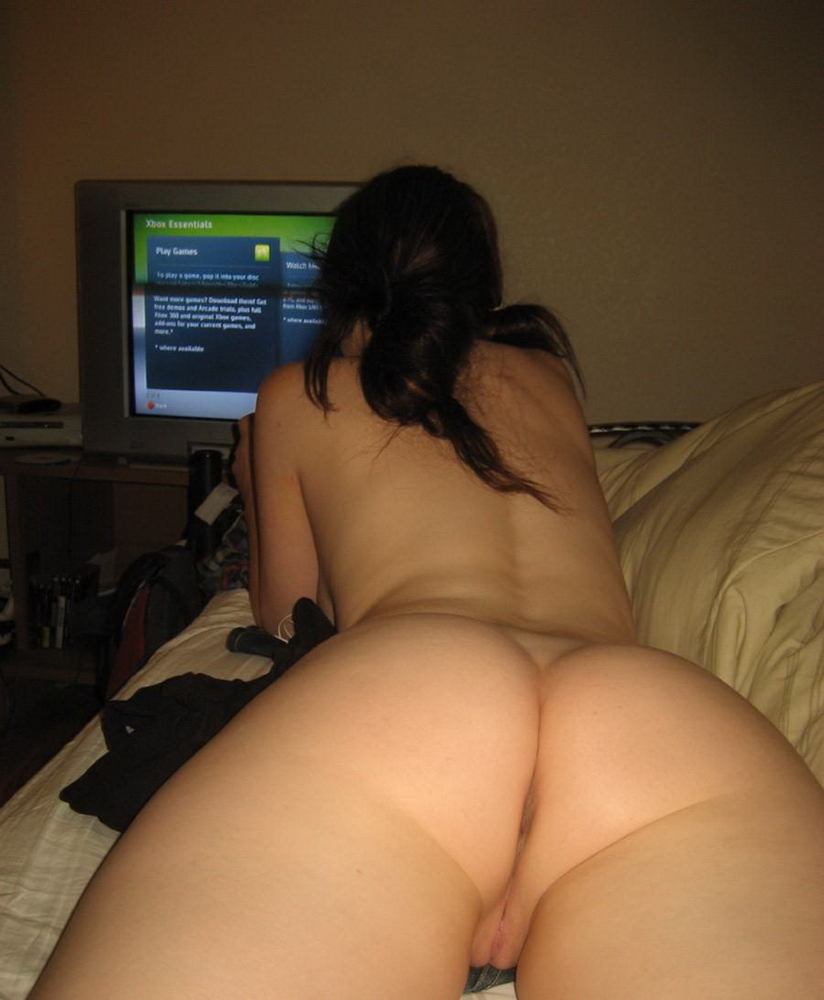 gamer girl nude